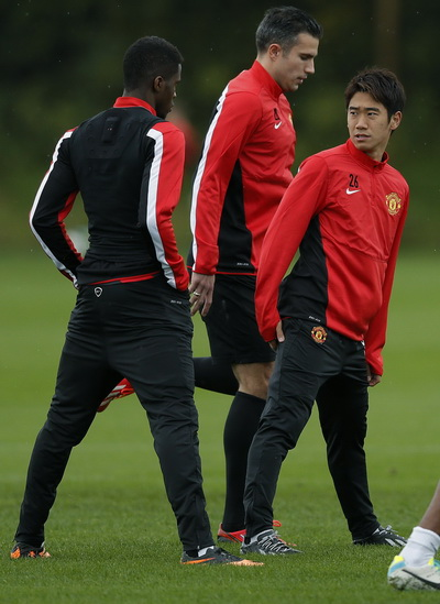 Manchester United's Kagawa, Zaha and Van Persie attend a training session in Manchester